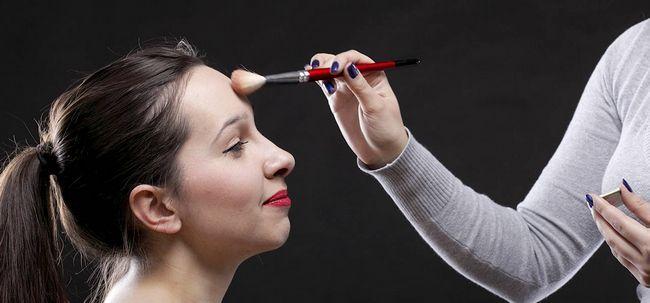 8 Nützliche Make-up Tipps Stirn erscheinen zu lassen Kleinere Foto