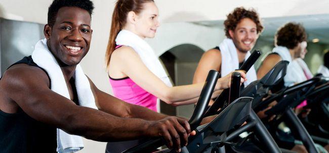 8 Möglichkeiten, in denen Gymming verlieren Gewicht hilft Foto