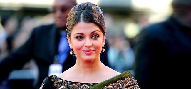 Bollywood-Schönheiten in ihren besten Saris Foto
