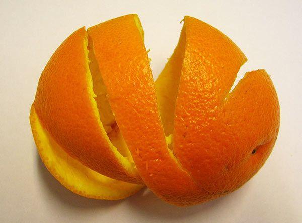 Orangenschale für Schuppen zu entfernen