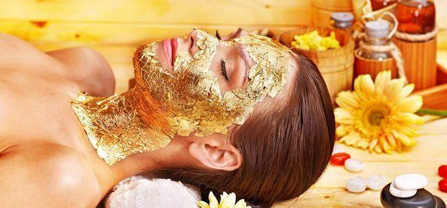 Gönnen Sie sich eine Gold-Gesichtsbehandlung zu Hause! Foto