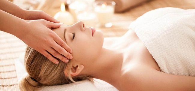 Wie funktioniert Kopfmassage Hilfe der Haarwuchs? Foto