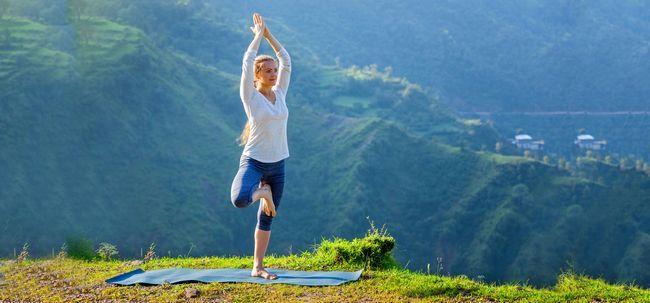 Wie man die Vrikshasana tun und was sind ihre Vorteile Foto