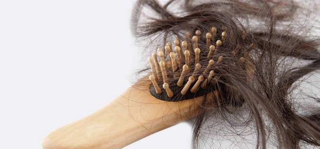Wie Sie Ihre Schlösser mit einem heißen Öl-Massage zu verhindern, Haarausfall zu verwöhnen? Foto