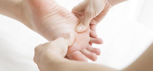 Wie Linderung von Rückenschmerzen Fußreflexzonenmassage Verwendung? Foto