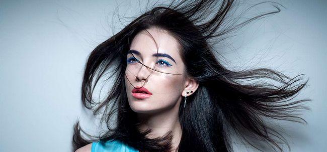 So verwenden Sie Henna und Indigo Your Hair Black To Farbe? Foto