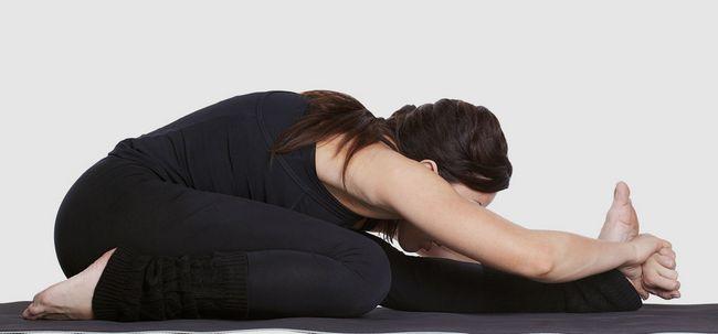 Janu Sirsasana / Kopf-an-Knie-Haltungs / Sitzvorwärtsbeuge Pose - How To Do und was sind die Vorteile? Foto