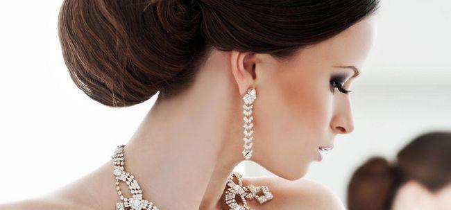 Natürlich aussehende Braut Make-up-Tipps Foto