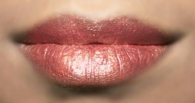 Einfache Foiled Lip Makeup - Tutorial mit detaillierten Schritte und Bilder Foto