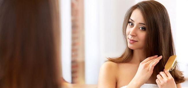 Starten Sie eine Liebesaffäre mit Ihrem Haar - Verhindern Haarausfall durch Bürsten Ihr Haar Foto