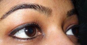 Inner Corner auf der Augenbraue