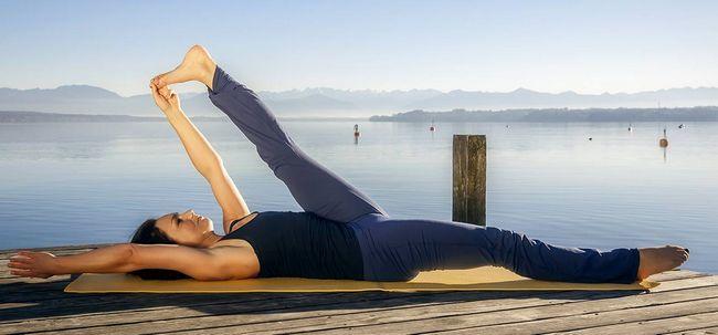 Supta Padangusthasana / stützende große Zehe-Pose - Wie kommen Sie und was sind die Vorteile? Foto