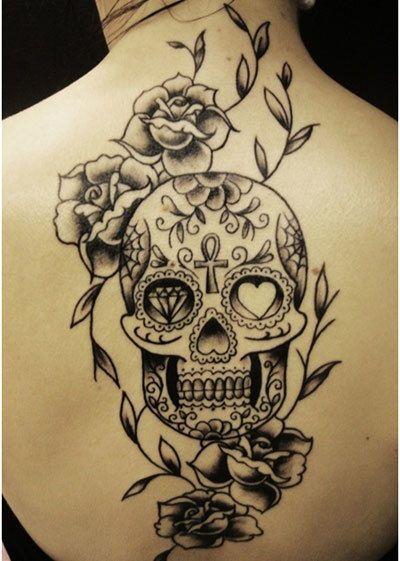 dunkle Tattoo-Designs für Frauen
