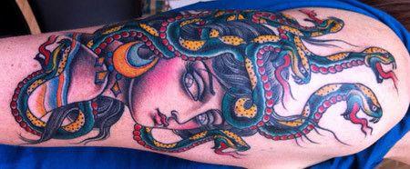 Medusa Tattoo für die Hände