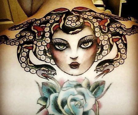 Farbige Medusa Zurück Tattoo