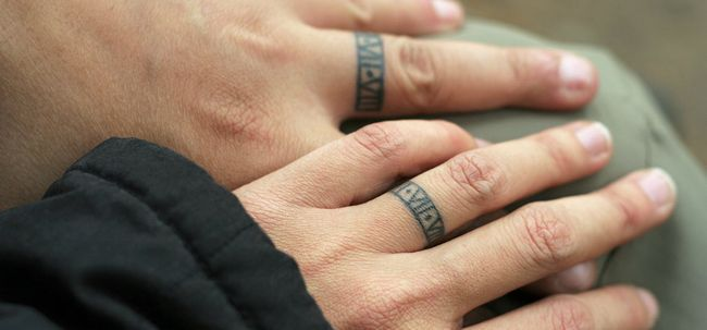Top 10 Ring Tattoo Designs Foto