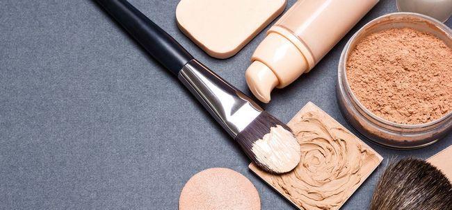 Top 6 Foundations für fettige Haut Foto