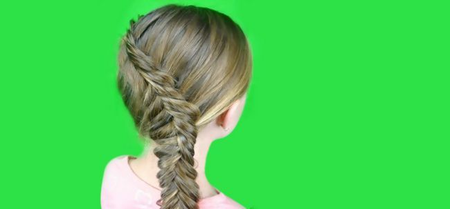 Tutorial: Inside Out Fishtail Braid Foto