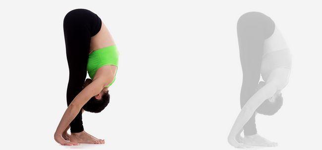 Uttanasana / Standing Vorwärtsbeuge Pose - How To Do und was sind die Vorteile? Foto