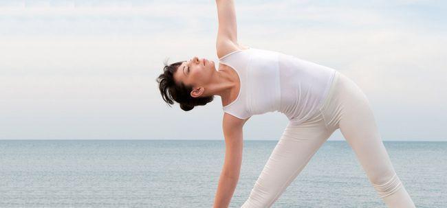 Utthita Trikonasana / Erweiterte Triangle Pose - How To Do und was sind die Vorteile? Foto