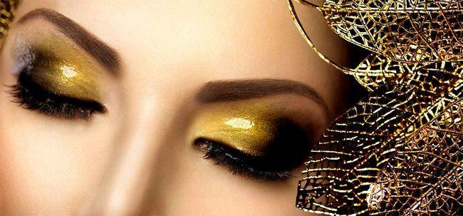 Wollen Sie, um einige Drama zu Ihrem Tag? Entscheiden Sie sich für Funkeln-Augen-Make-up Foto