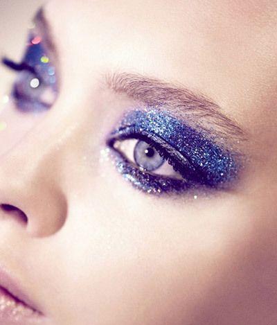 Abenteuerliche Blue Glitter Augen-Make-Up