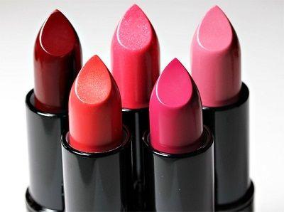 verschiedenen Farben der Lippenstifte
