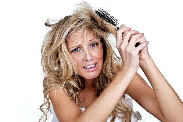 Trockenes und strapaziertes Haar