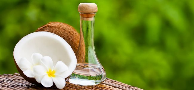 Warum sollten Sie fraktioniertes Kokosnussöl verwenden? Foto