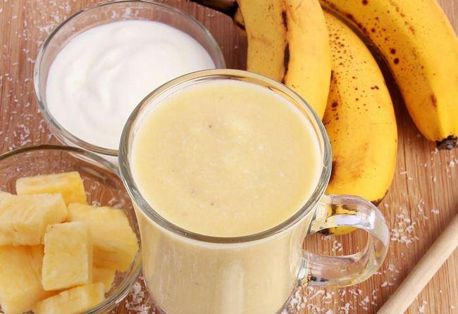 Ananas-Kokos-Smoothie mit Banane