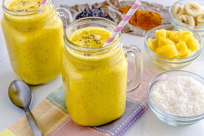 Fruit Smoothie gemacht mit Ananas