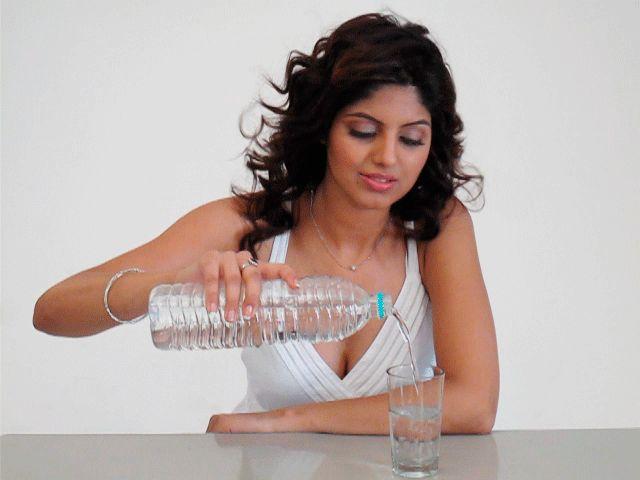 Trink ein Glas Wasser